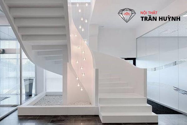 Cầu thang đá nhân tạo màu trắng sứ