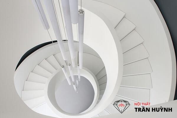 Cầu thang đá nhân tạo màu trắng