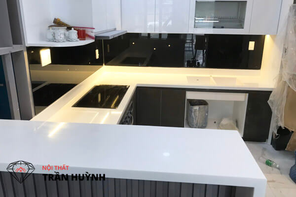 thi công mặt bếp solid surface